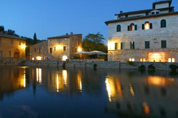 Toscana,Siena,Bagno Vignoni,vasca della sorgente.