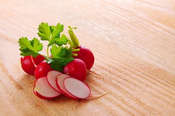 Fresh  radishes  isolated .