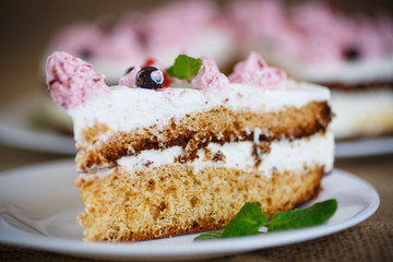 cake with currants