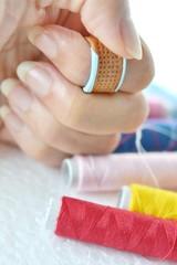 指ぬきとカラフルな糸