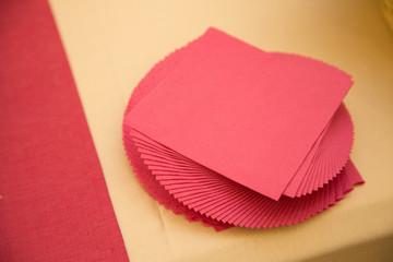 Tovaglioli rossi di carta