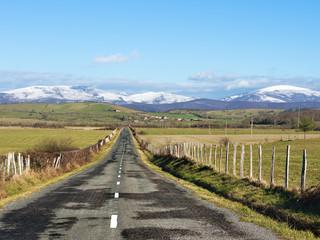 country road in towards Oiardo village