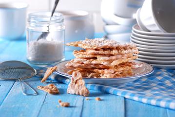 chiacchiere al forno - tradizionale dolce di carnevale