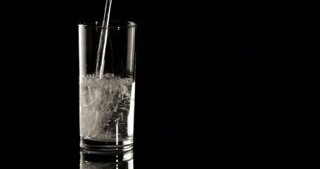 4K - Aspirin in a water glass