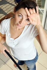 Frau erschöpft von Hausarbeit
