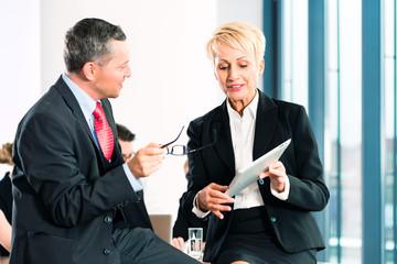 Business - Meeting oder Besprechung in Büro