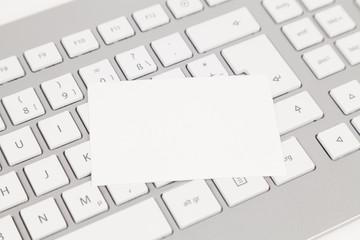 visitenkarte auf tastatur