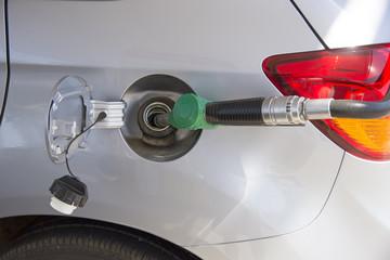 Filling vehicle petrol fuel tank