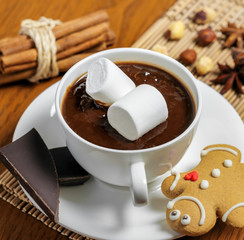 Hot chocolate with marshmallows and gingerbread