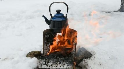 odun ateşinde çay keyfi