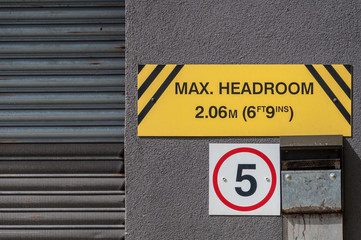 Maximum headroom warning sign for motorists, UK