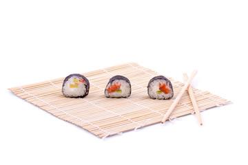 Sushi su stuoietta