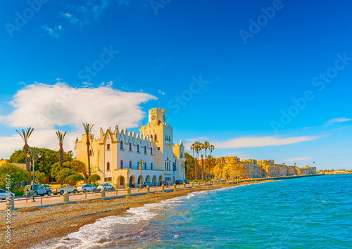 Papiers peints Ile beautiful bay and the municipal building in Kos island in Greece