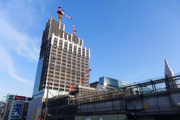 大規模ターミナルビル建設中の新宿駅 南口