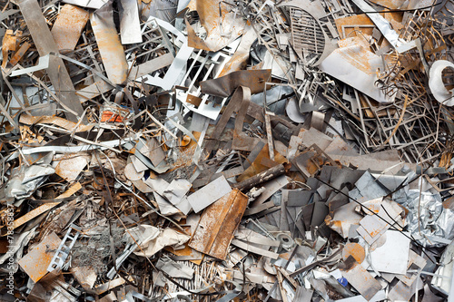 Ferrous scrap and mechanisms of various sizes seen from above. - 78358837