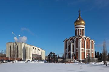 Храм Дмитрия Донского и проходная Уралвагонзавода. Нижний Тагил