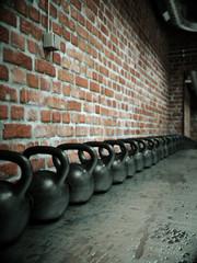 Sportraum mit Kettlebells