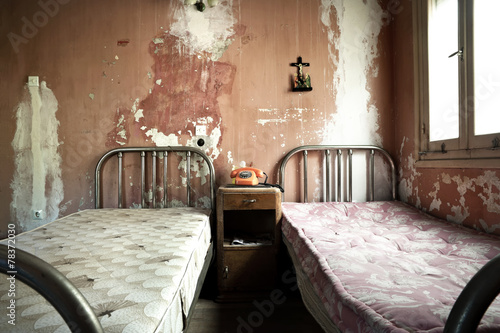 Leinwanddruck Bild Creepy dirty and abandoned bedroom