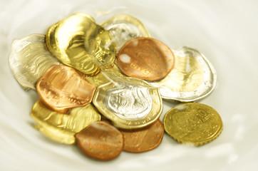 Griechische Euro-Münzen unter Wasser