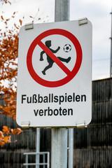 Schild Fußballspielen verboten