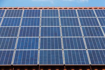 Sonnenkollektoren auf Dach