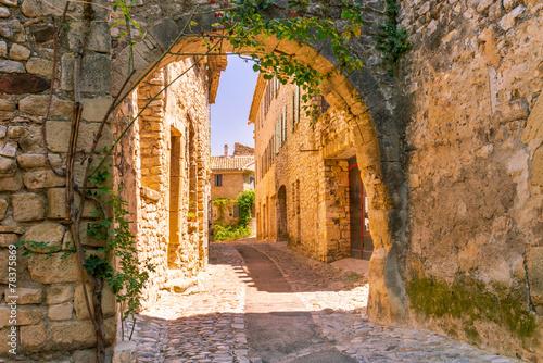 Leinwanddruck Bild Old town in provence