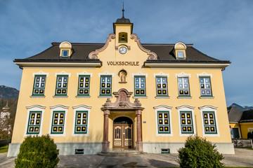 Gebäude Volksschule Fassade