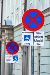Halteverbot Schild Rollstuhlfahrer