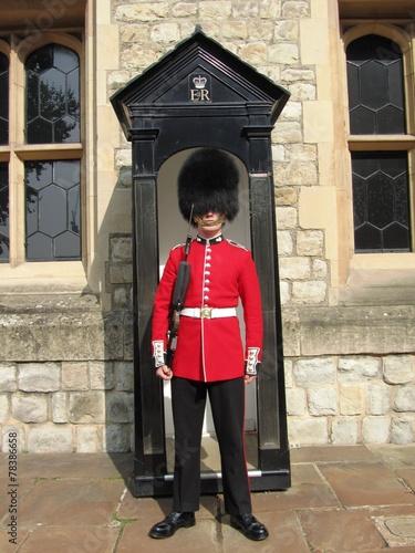 Wache vor den Waterloo barracks - The Tower of London - UK