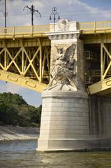 Statua sul pilone del ponte Margherita, Ungheria.