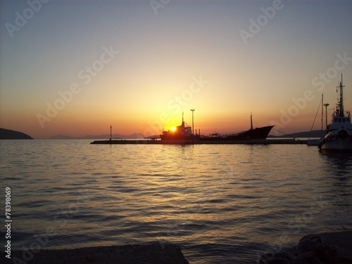 canvas print picture Sonnenuntergang hinter Boot