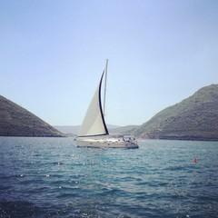 яхта в заливе