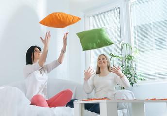 girls can throw pillows
