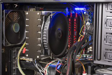 タワー型コンピューターの内部