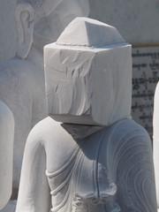 Esculpiendo Budas en Mandalay (Myanmar)