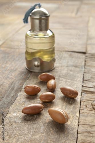Fotobehang Marokko Bottle of argan oil and nuts