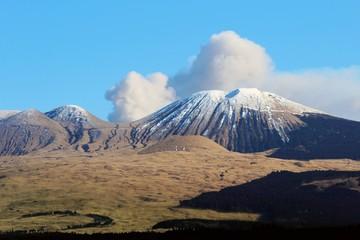 杵島岳と阿蘇の噴煙