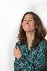 Portrait junger Frau lachend