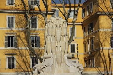 Roma - Piazza Testaccio - Fontana delle lanterne