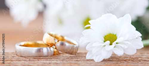 wedding rings - 78442825