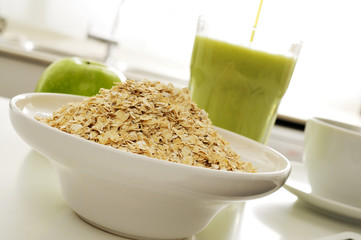 oatmeal cereal, apple and smoothie