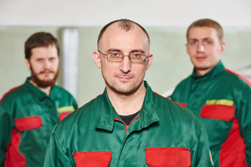 Windscreen repairman workers