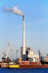 Kraftwerk im Hafen