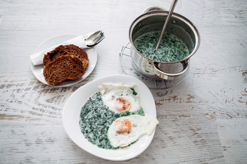 Stewed spinach and eggs