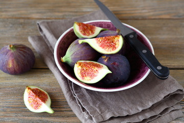 Delicious figs in a bowl