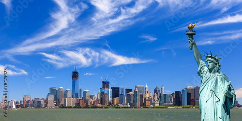 Poster Artistiek mon. New York City an the Statue of Liberty