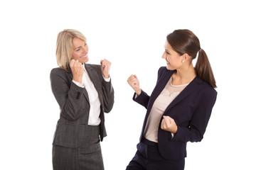 Erfolgreiche Geschäftsfrauen isoliert lachend und jubelnd