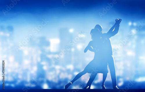 Leinwanddruck Bild Romantic couple dance. Elegant classic pose. City nightlife