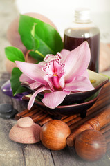 Masseur and oil for massage