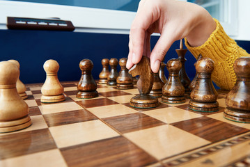 Maneuver with horse in chess game